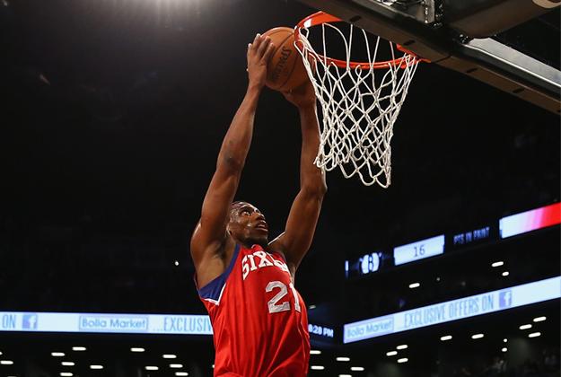Thaddeus Young de los Sixers de Filadelfia en viva basquet