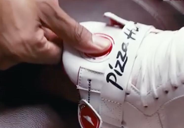 Pide una pizza hut con tus sneakers