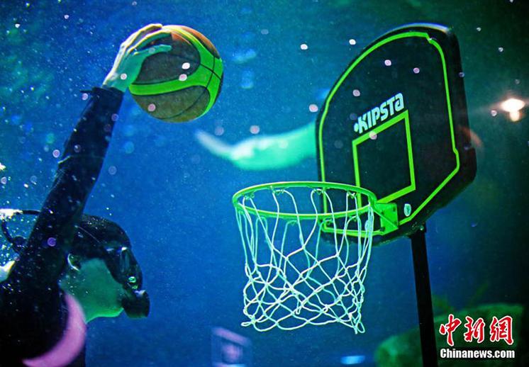 Basquetbol bajo el agua