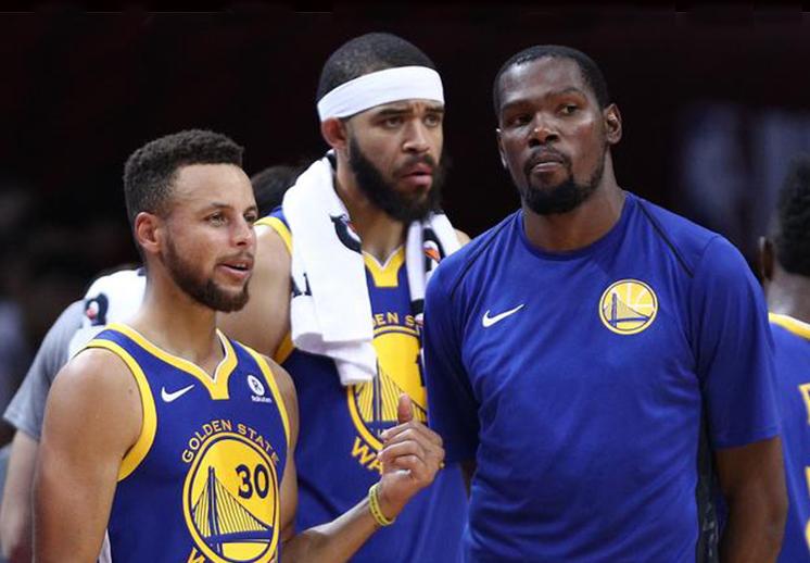 Stephen Curry y los Warriors dominan las ventas