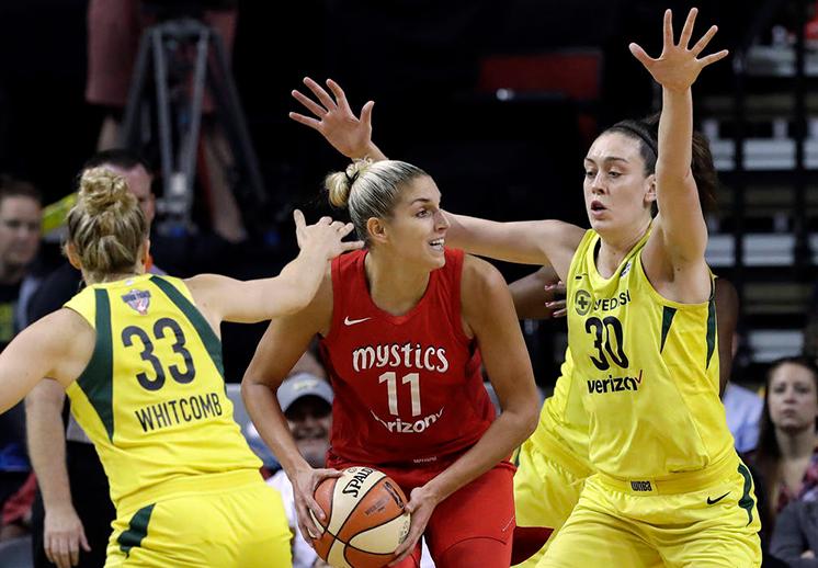 Canasteando duelo de titanes en la WNBA