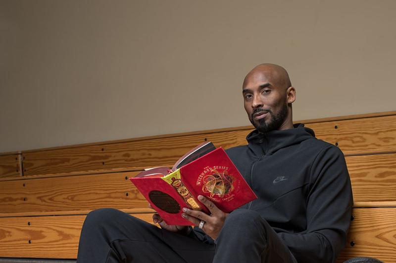 Kobe Bryant presume nuevo libro