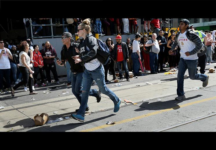 La violencia amargó el festejo de los Raptors